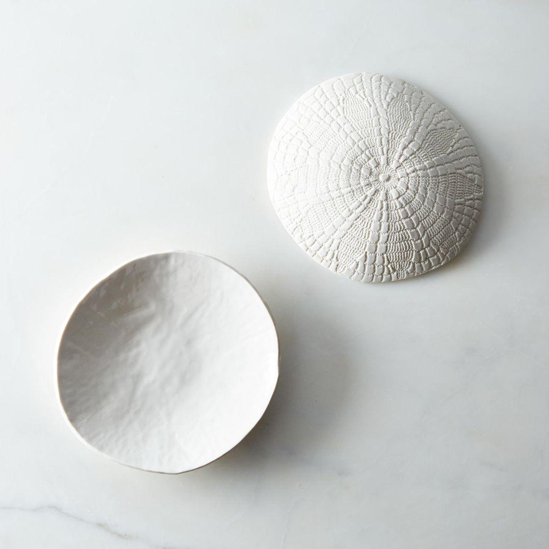 9f38765f-6bf8-4e35-9f0f-ce0f42b914eb--2014-1029_stuck-in-the-mud-pottery_white-ceramic-shallow-bowl-002